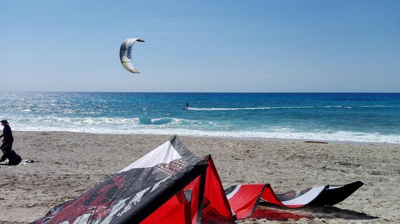Kitesurfing na milos beach (1)