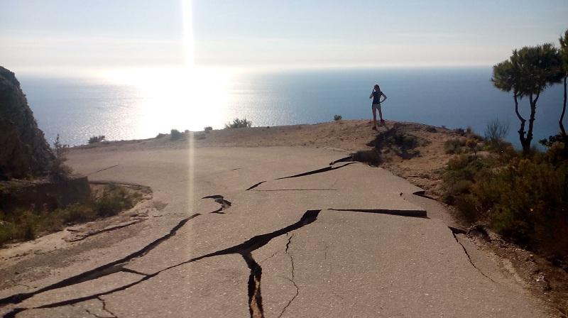 cesta na Gialos beach