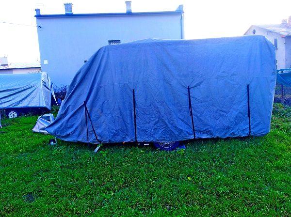 Ochranný kryt karavanu.
