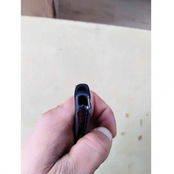 Tesniaci profil s tesniacou lištou, 10mm.